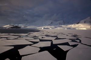 Antarctic_mountains,_pack_ice_and_ice_floes